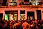 Conhecer a vida nocturna da cidade, passando pela zona da Galeria de Paris e pelas ruas paralelas.